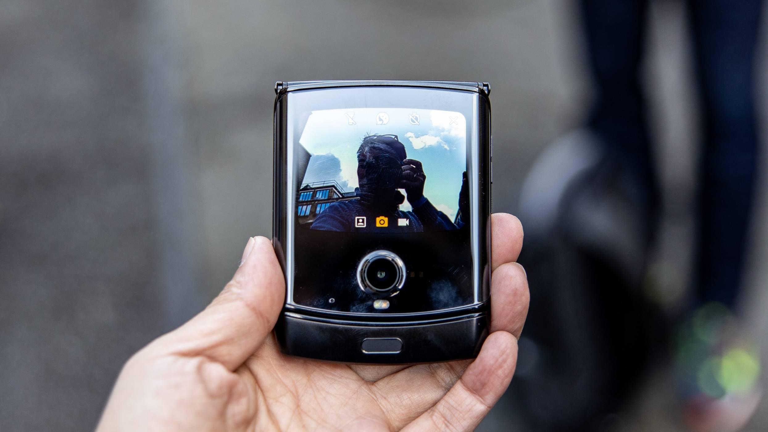 Следващият Motorola Razr ще има 5G и по-добри камери
