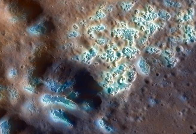 Меркурий е осеян със странни структури с неясен произход