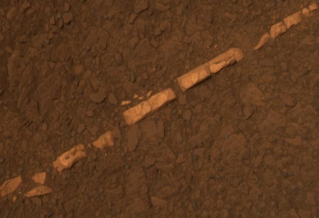 Жилка от гипс на Марс доказва наличието на вода