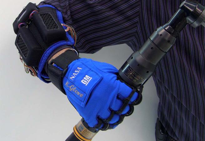 GM и NASA създадоха роботизирана ръкавица