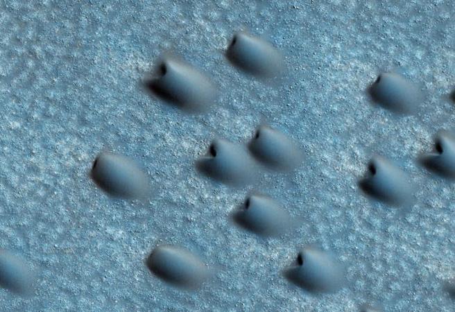 На Марс заснеха дюни във формата на полумесец