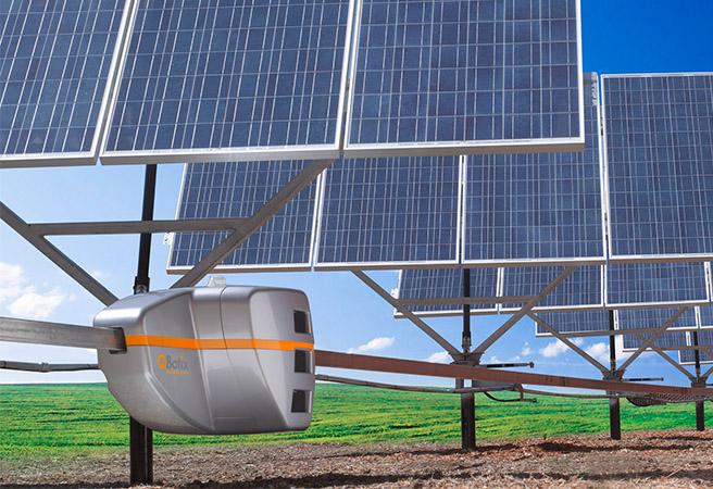 Робот контролира слънчеви колектори