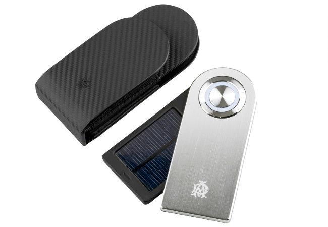 Портативно зарядно устройство на слънчева енергия от Alfred Dunhill