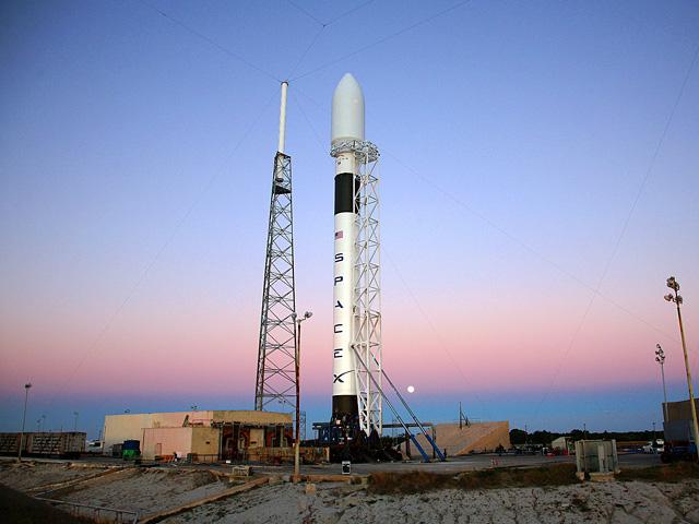 SpaceX изстреля Falcon 9