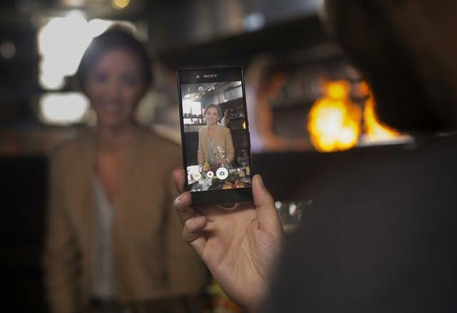 Sony се качва на златния влак с нов смартфон