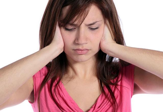 Тинитус – защо чуваме необяснимо пищене в ушите?