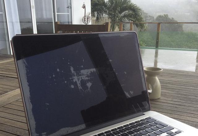 Apple подменя MacBook Pro дисплеи с падащо антирефлексно покритие