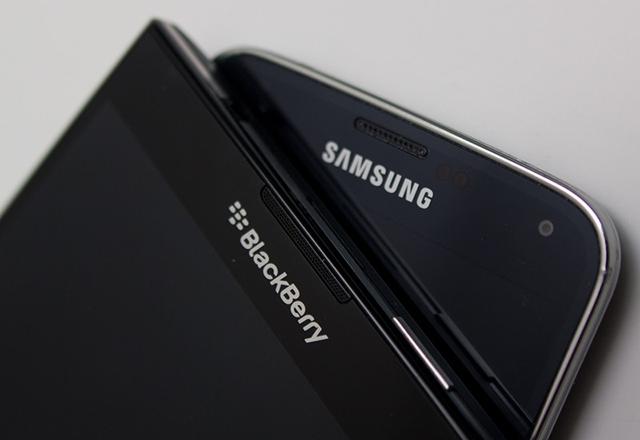 И американският Сенат обърна гръб на BlackBerry, предлага iPhone SE и Galaxy S6