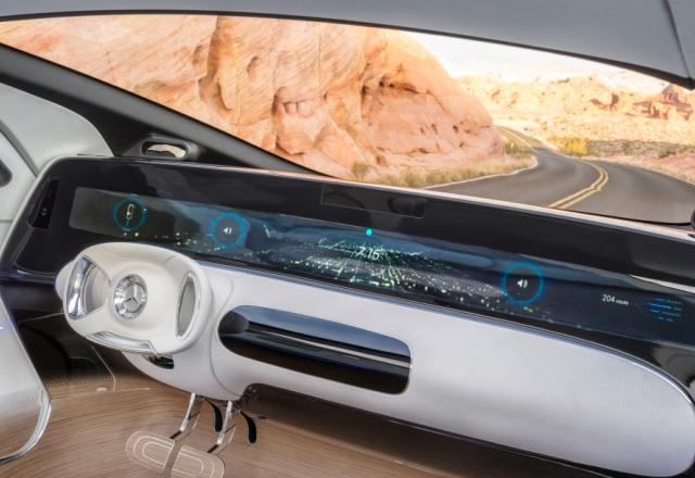 Mercedes и Microsoft искат да превърнат колата в офис