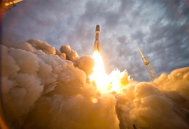 SpaceX продължава да търси причините за експлозията на Falcon 9