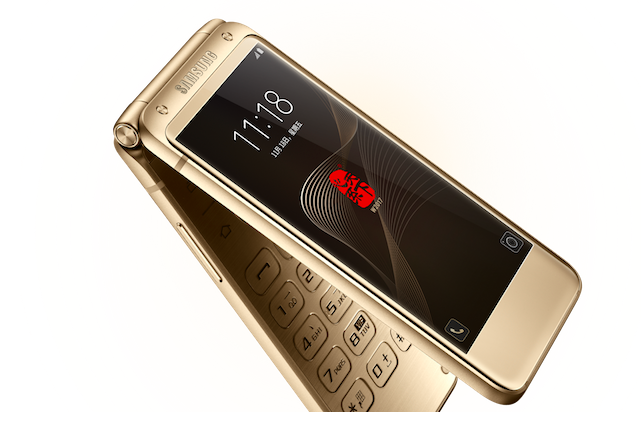 W2017 е новият впечатляващ флип телефон с Android на Samsung