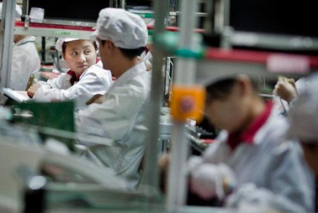 Apple обмисля да премести производството на iPhone в САЩ