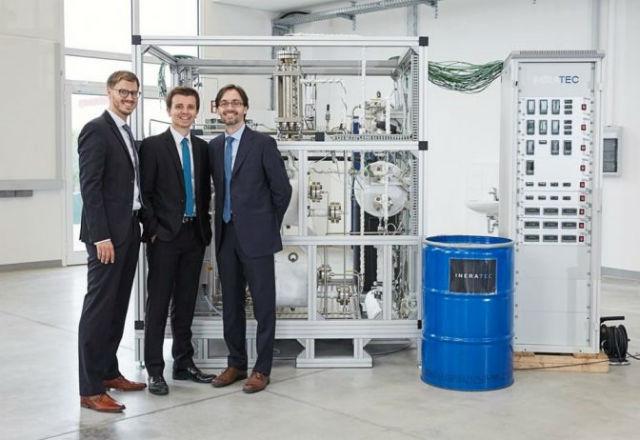 Германски инженери ще правят бензин от CO2