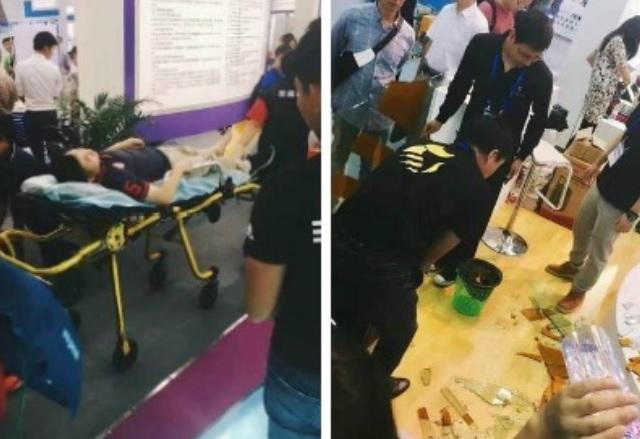 Робот нарани посетител на технологично изложение