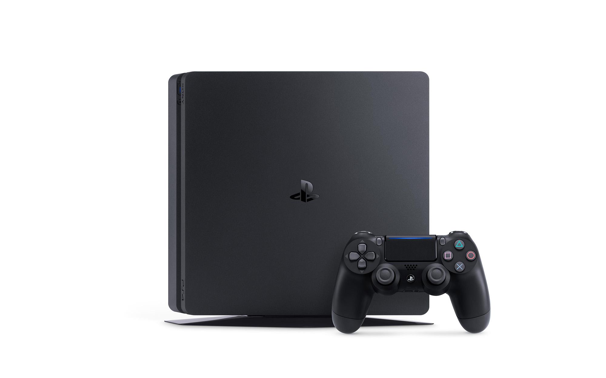 И PlayStation 4 Slim отива при...