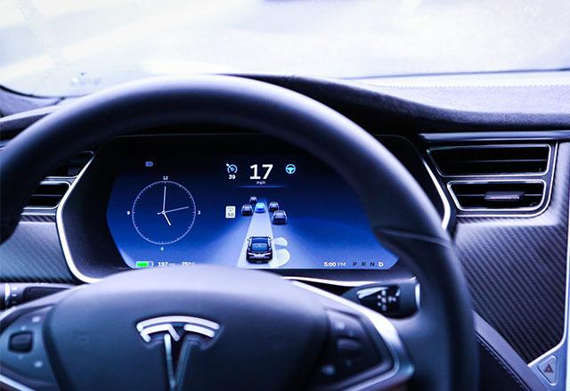 Tesla Model S и Model X ще получат актуализация на автопилота в средата на декември