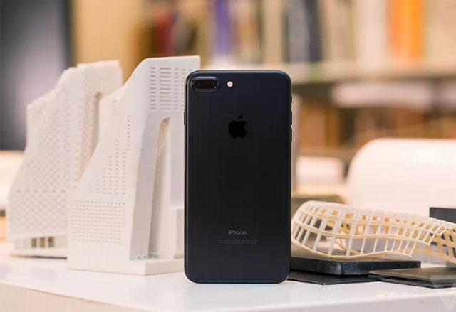 Apple е дала заявка за производство на iPhone прототипи с извити OLED екрани