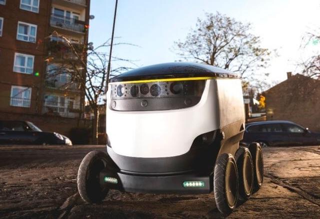 Първата в света доставка на храна с робот е факт