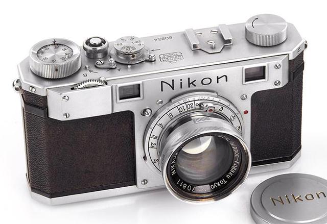 Най-скъпият фотоапарат в света се нарича Nikon One и той струва 406 000 щатски долара