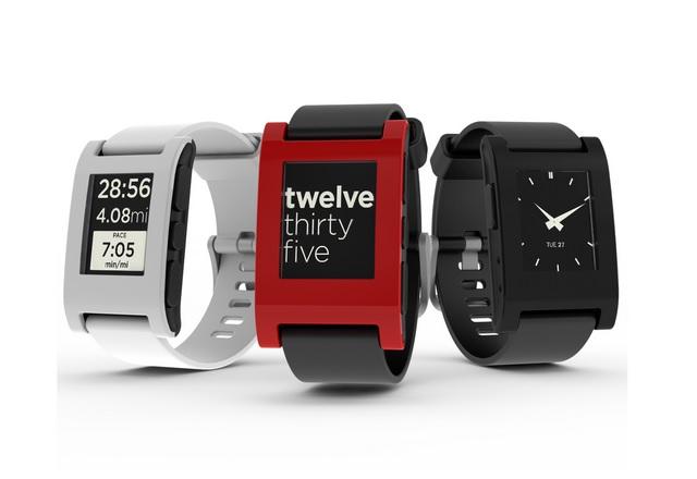 Fitbit ще поддържа устройствата на Pebble около година