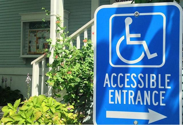 Google Maps вече дава информация за места с лесен достъп с инвалидна количка