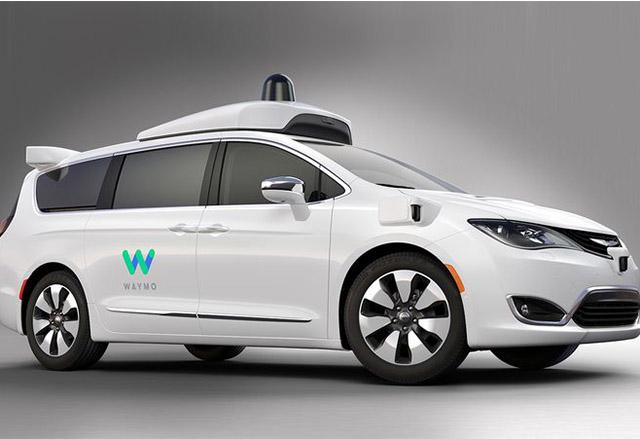 Chrysler създаде 100 автономни самоуправляващи се минивана с технологията на Waymo