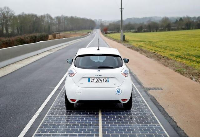 Първото соларно шосе заработи във Франция