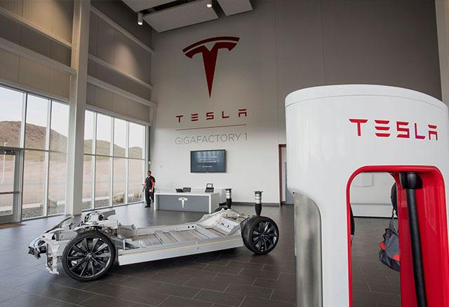 В гигафабриката на Tesla бяха произведени първите 2170 батерии