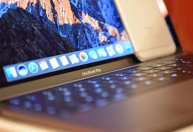 Apple откри бъг в Safari, който влияе на живота на батерията на MacBook Pro с TouchBar
