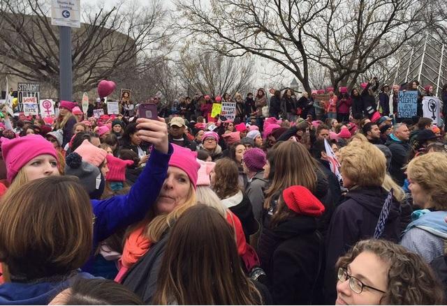 Маршът на жените срина мобилния интернет във Вашингтон
