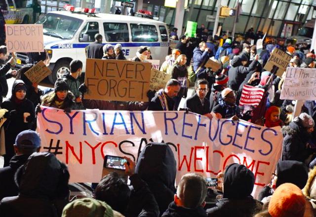 Светът реагира остро на имиграционната забрана на Доналд Тръмп