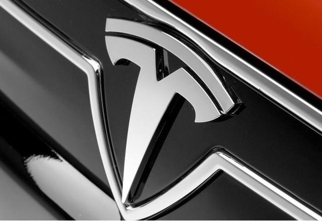 Мъск обясни какво означава логото на Tesla