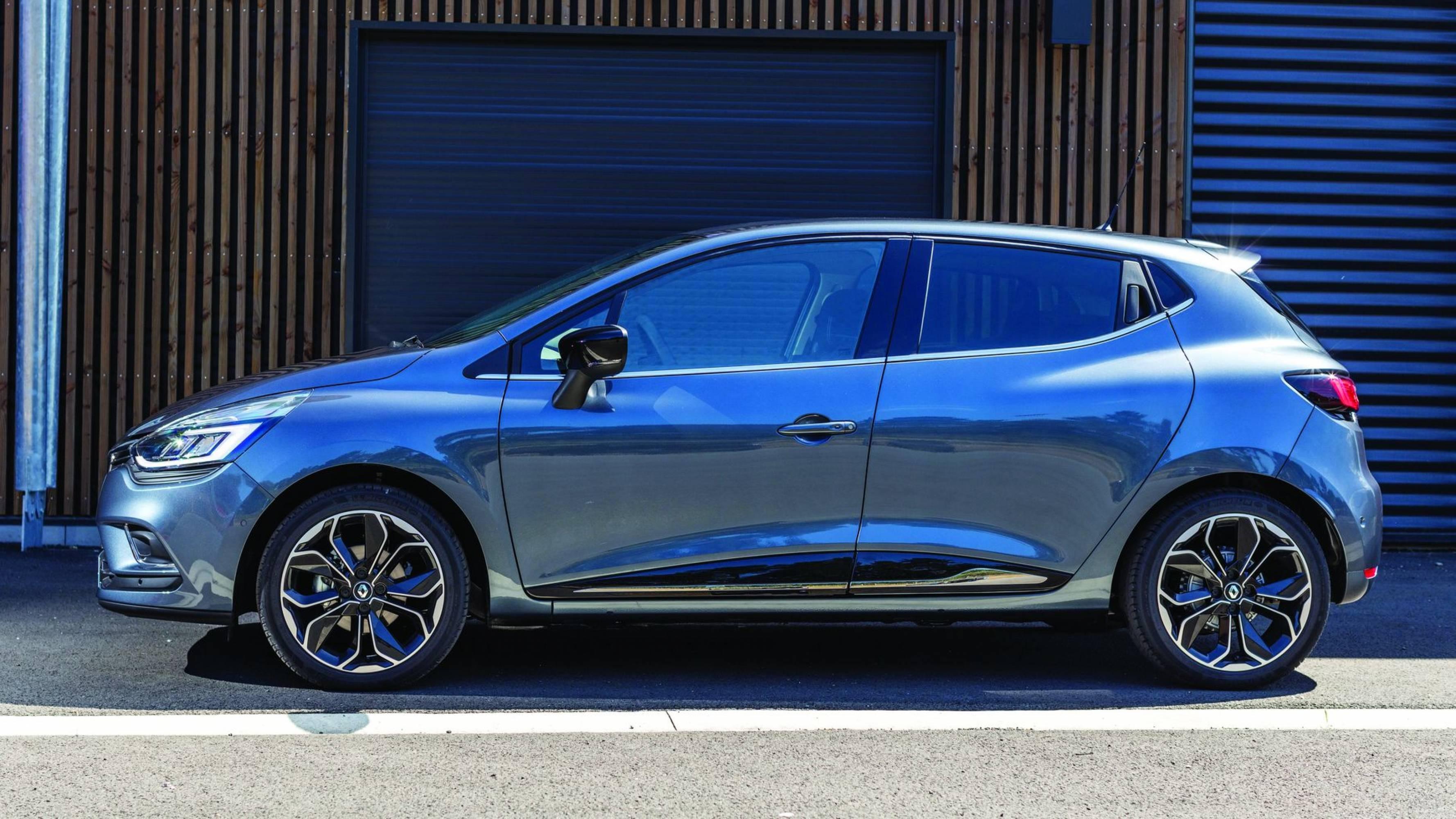 Новото Renault Clio: простор, светлина и грижа, в които ще  се влюбите (тест драйв)