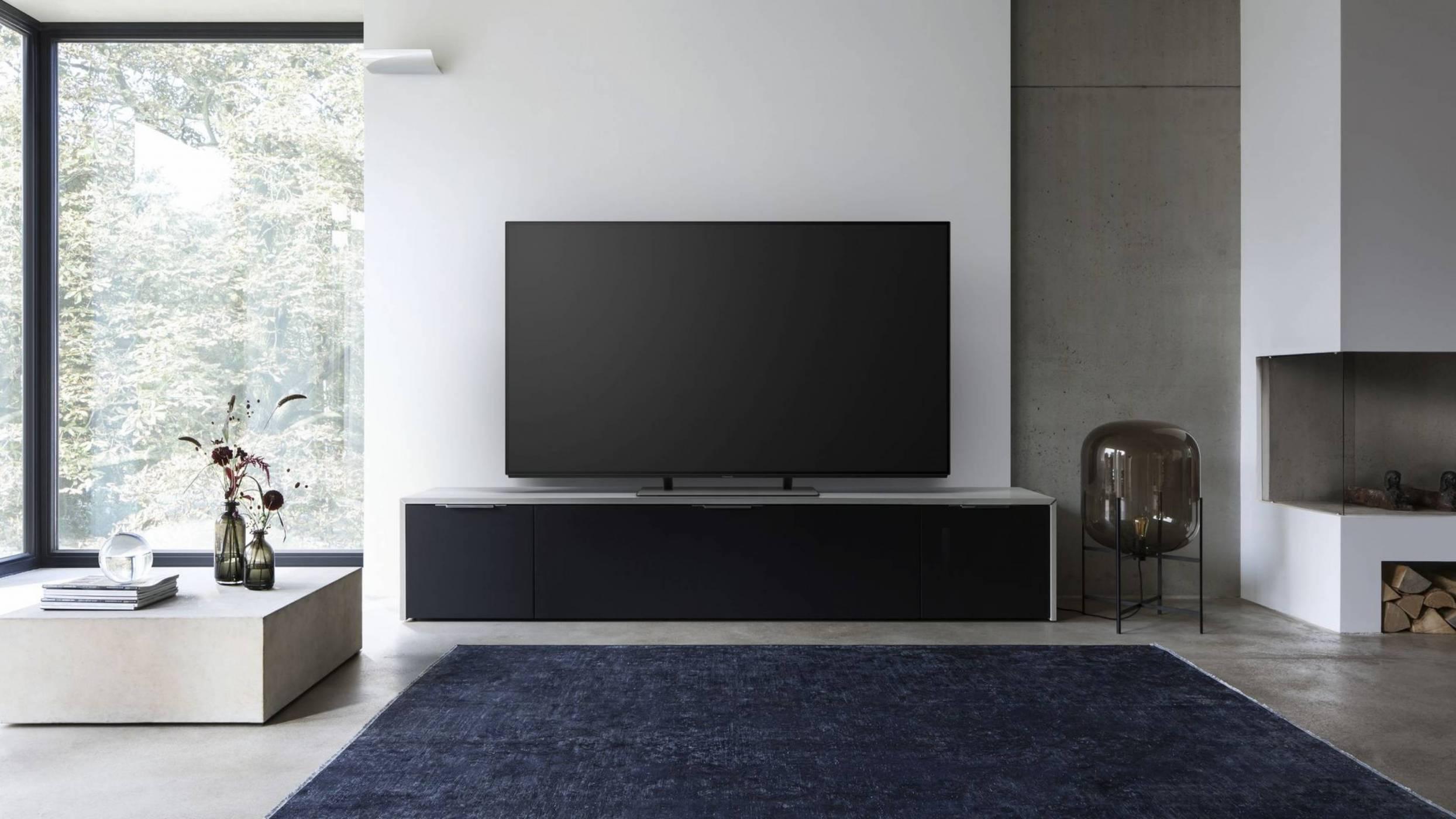 Panasonic, модерният дом и прекрасният OLED TV