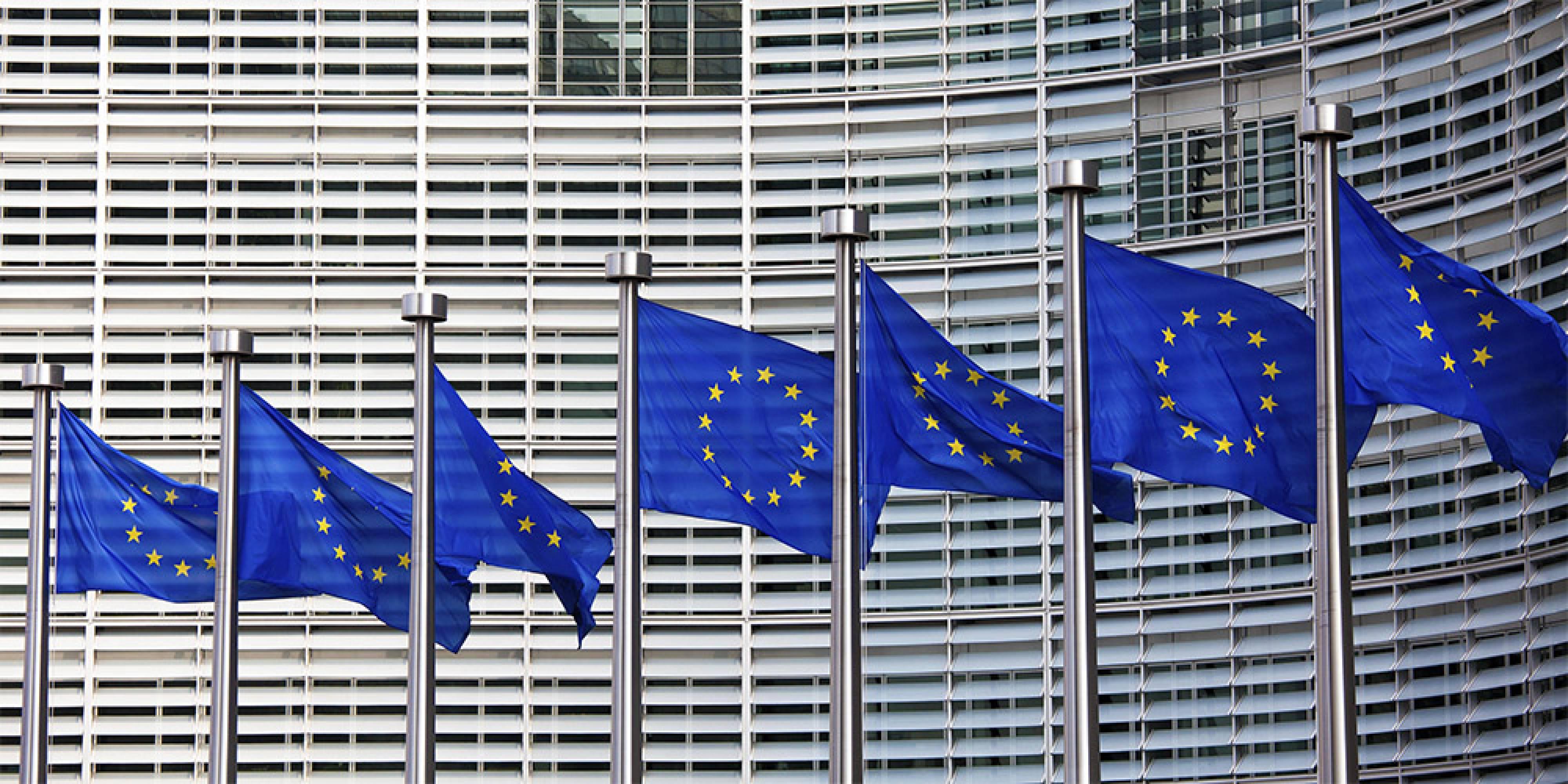 ЕС принуждава  Facebook, Google и Twitter да създадат инструменти за предпазване на потребителите от измами