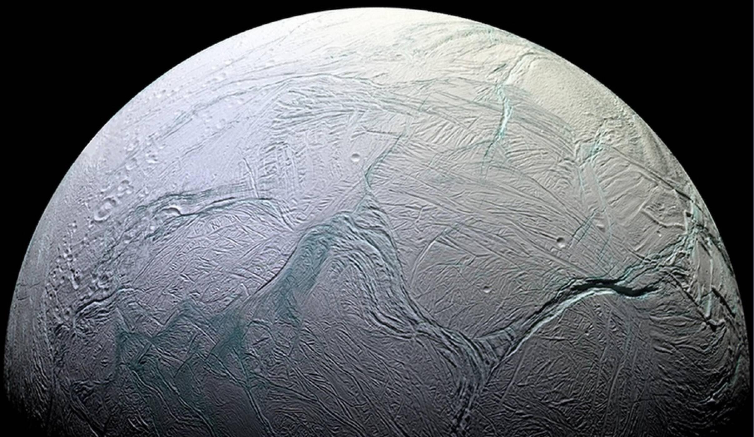 Енцелад: голямата тайна на този малък леден свят