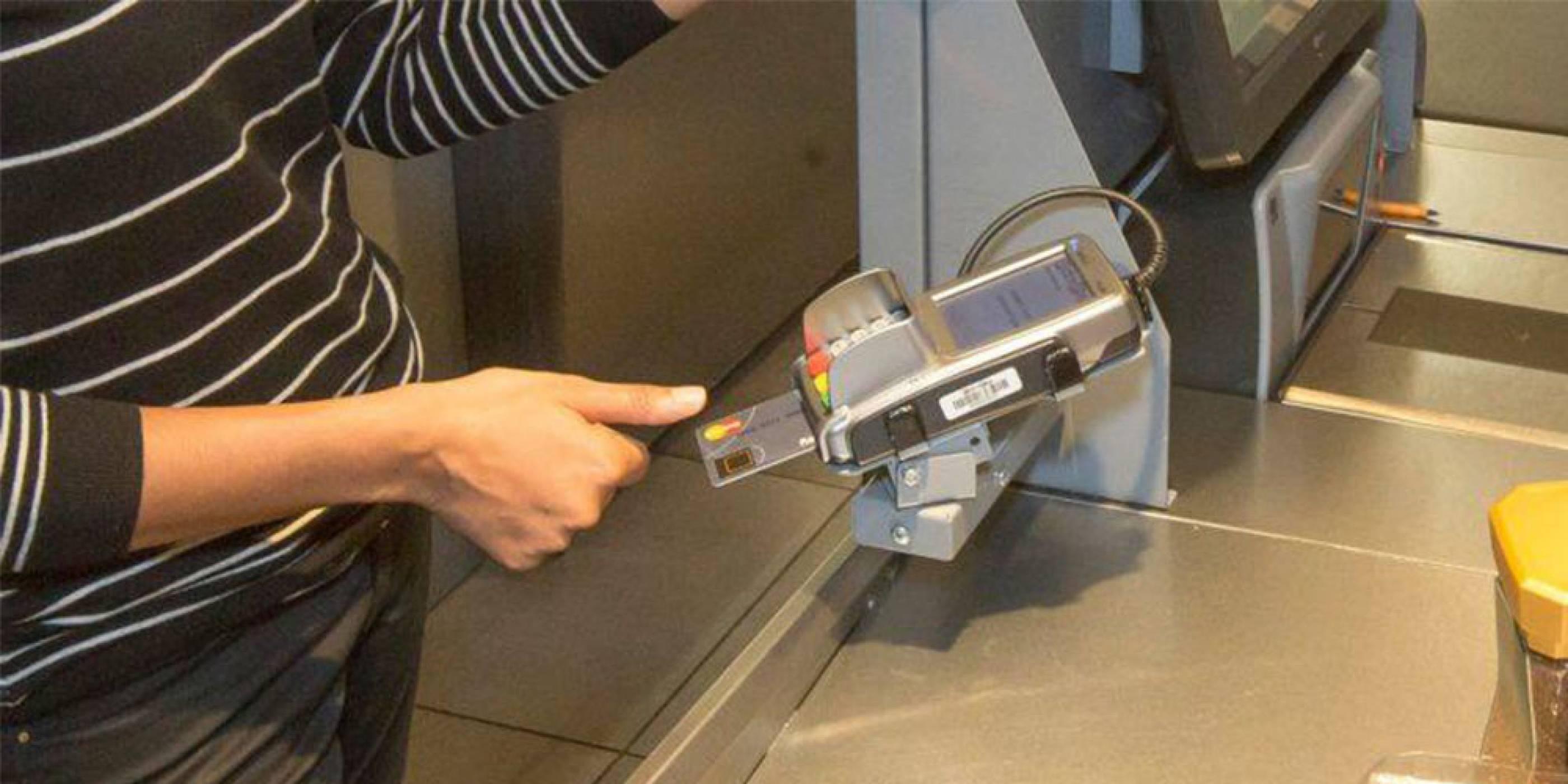 Mastercard  тества нов вид карта с четец на пръстови отпечатъци
