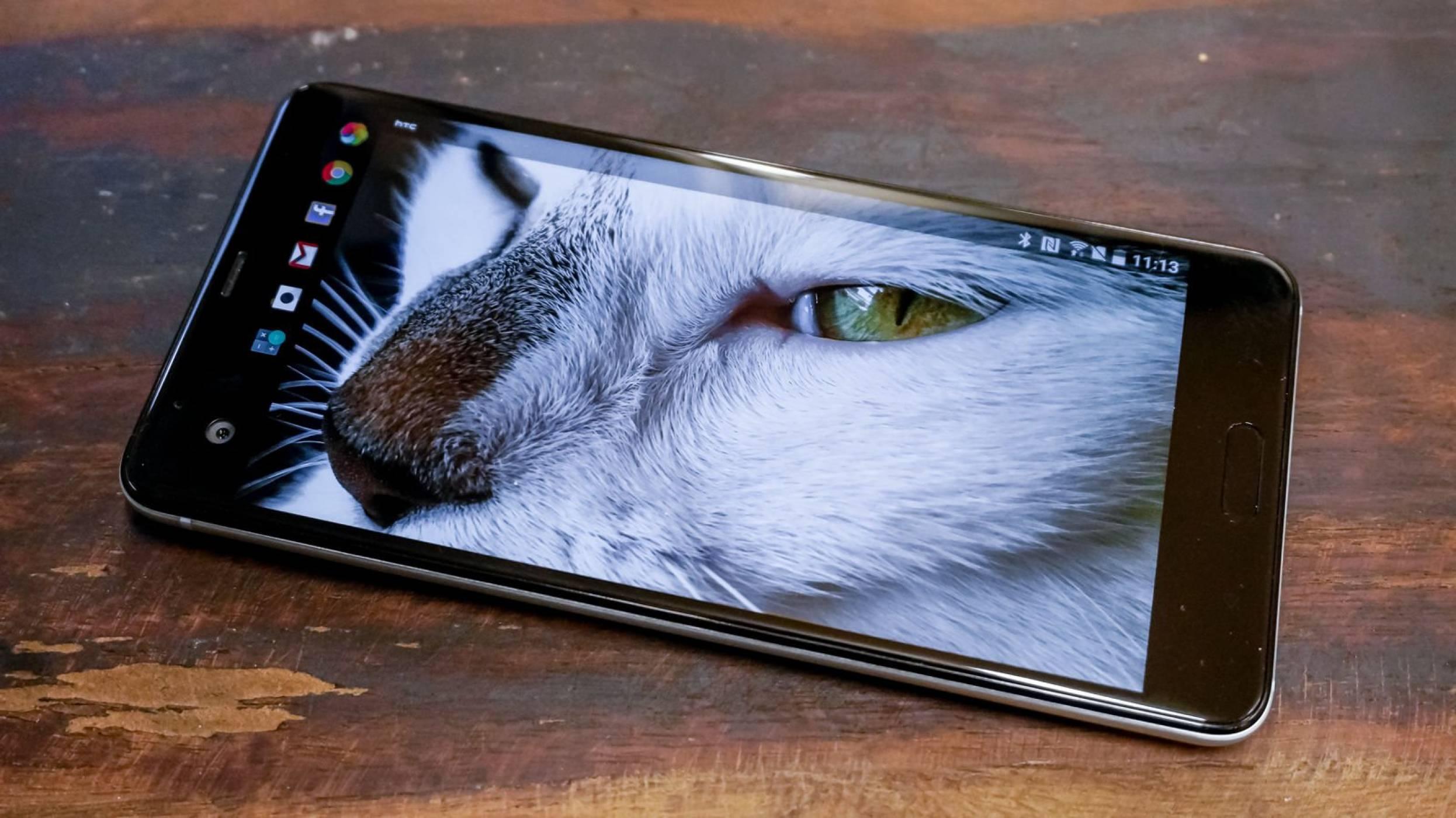 HTC отчете пореден спад в приходите през април