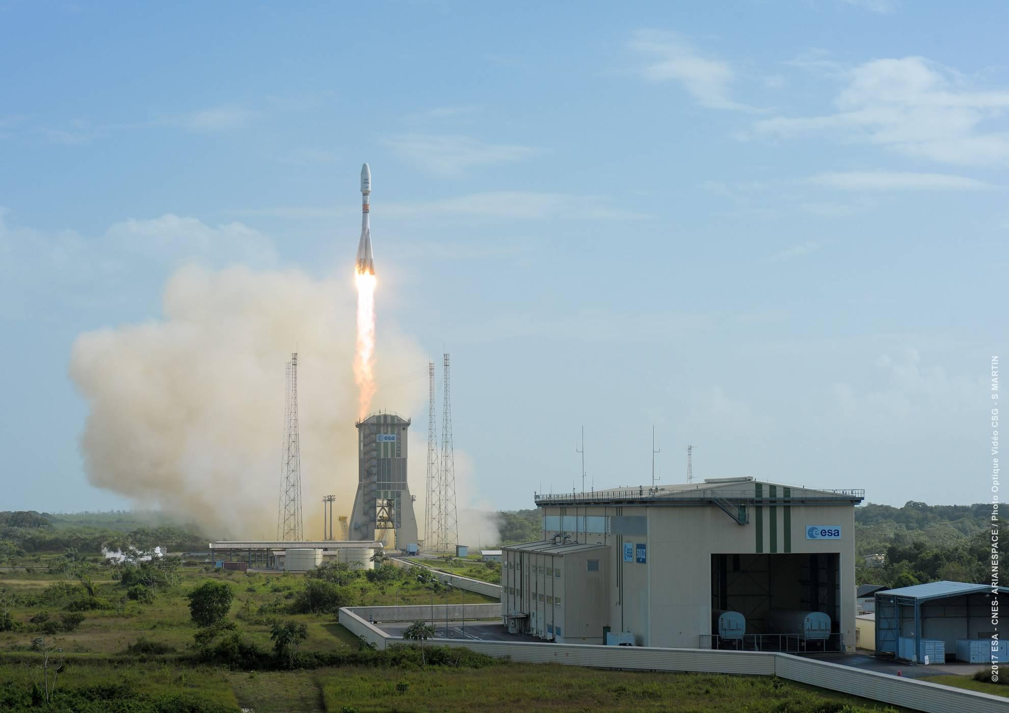 """""""Союз"""" изведе в орбита първия хибриден GEO сателит на SES"""