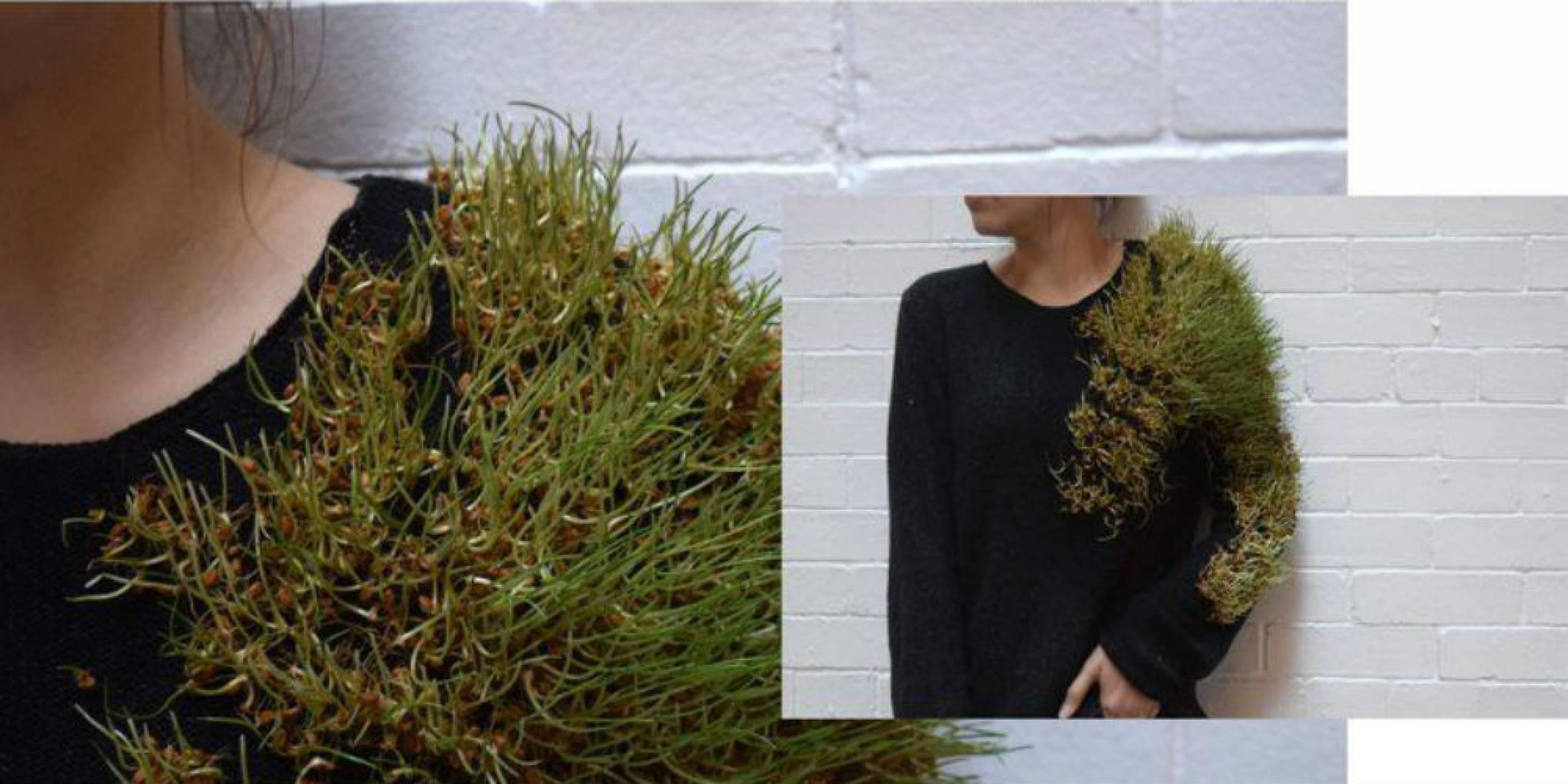 Дрехи с растяща върху тях трева показват връзката на човека с природата