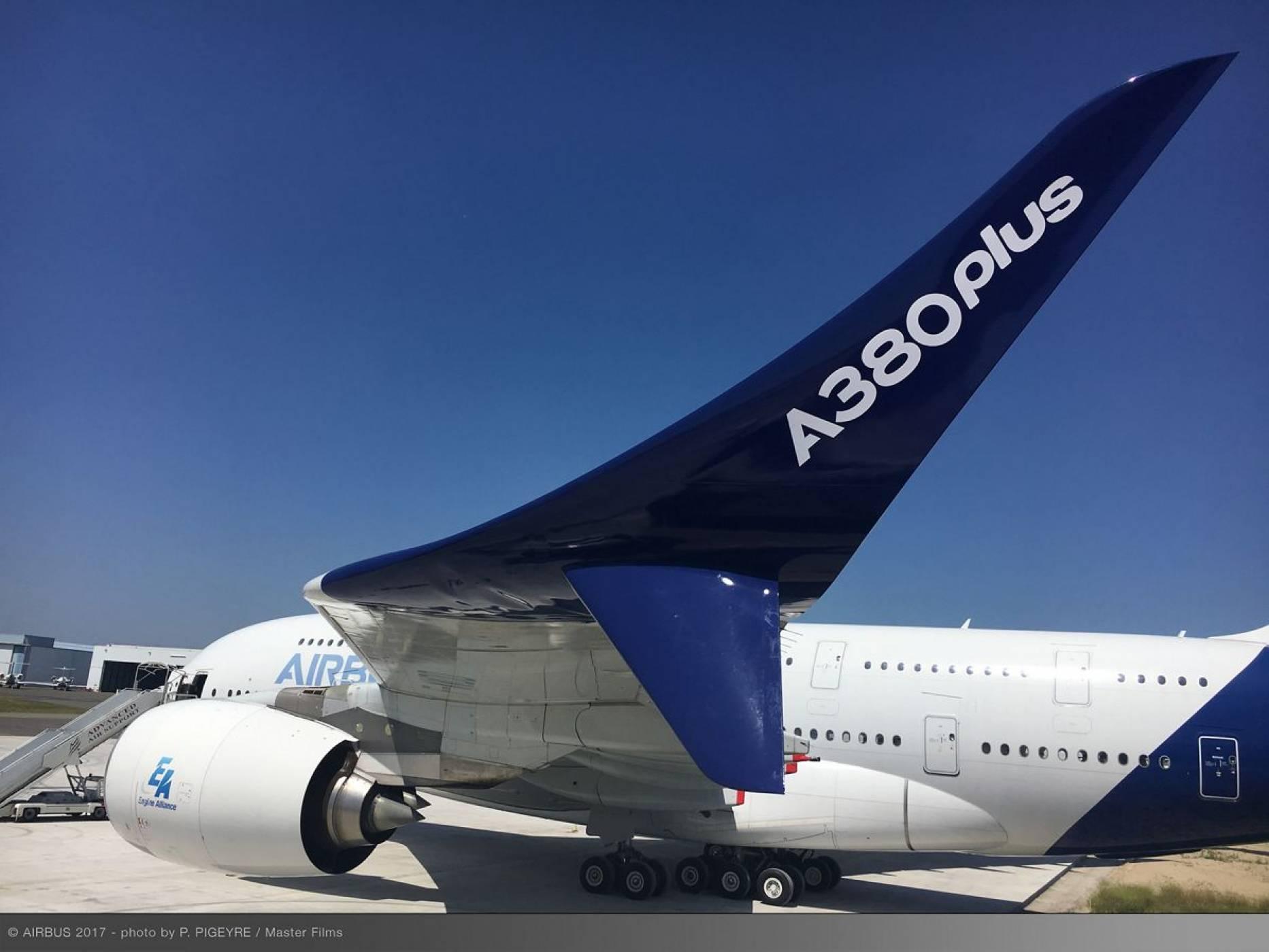 Най-големият пътнически самолет в света току-що стана още по-внушителен