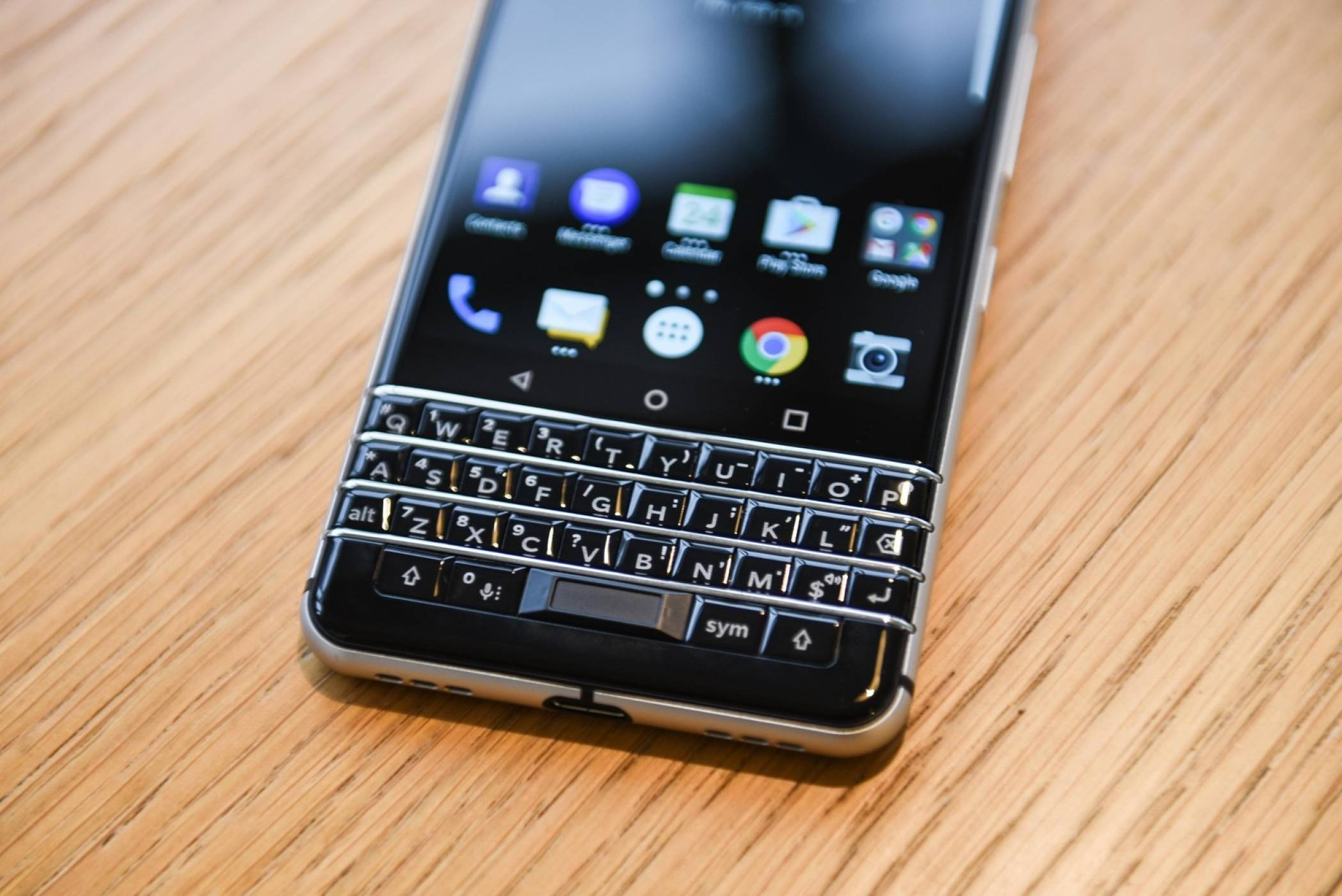 Evleaks: TCL работи по два нови BlackBerry телефона