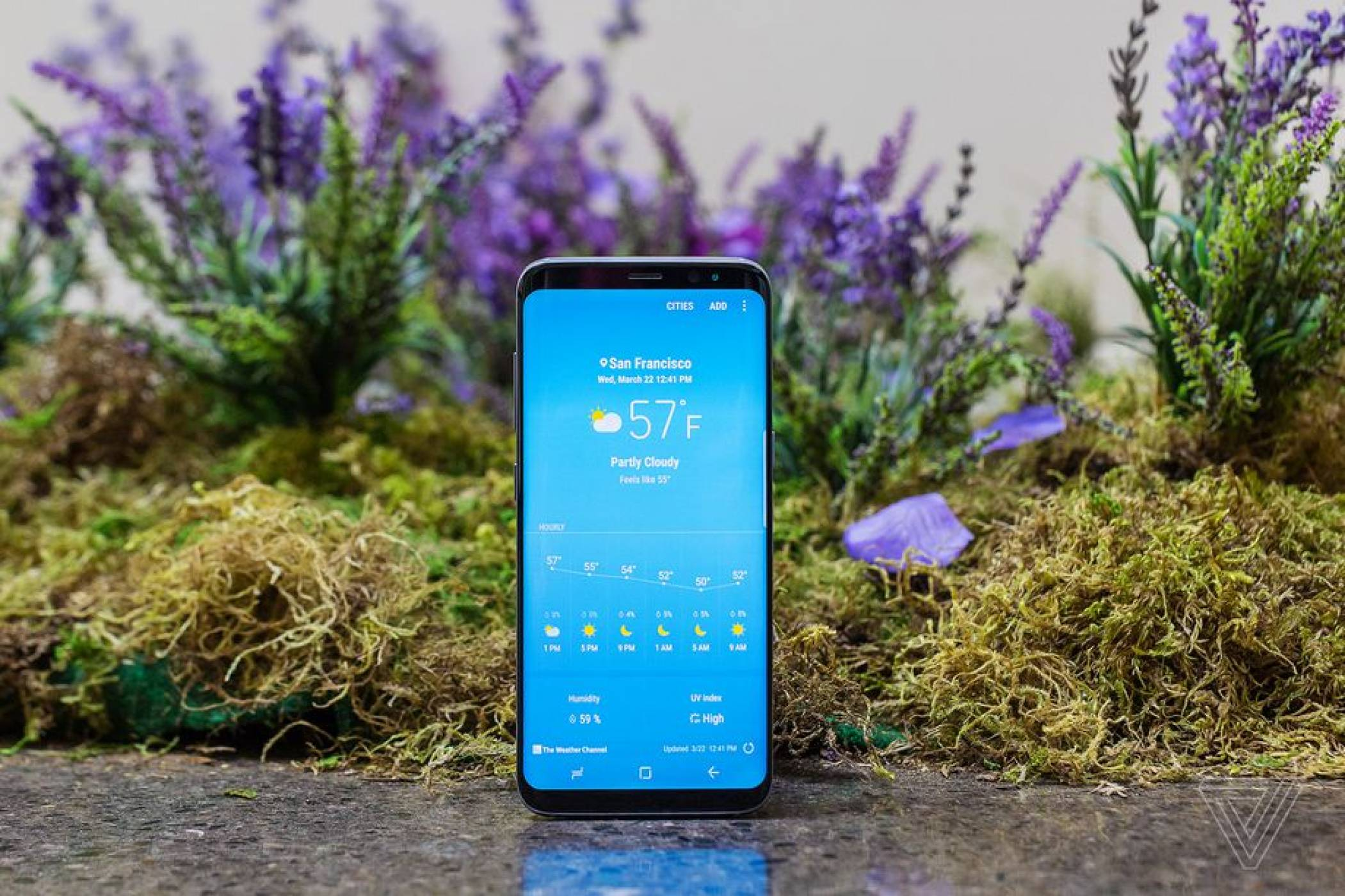 Samsung прави домашен асистент с Bixby
