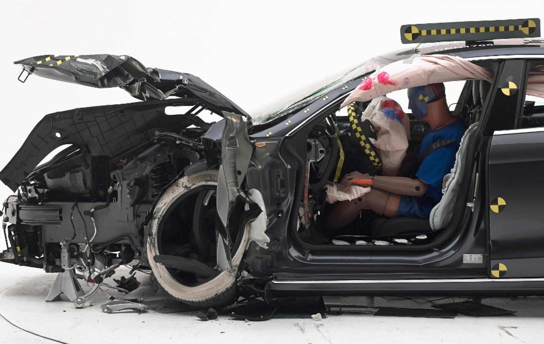Tesla Model S отново не успя да вземе важен сертификат за безопасност