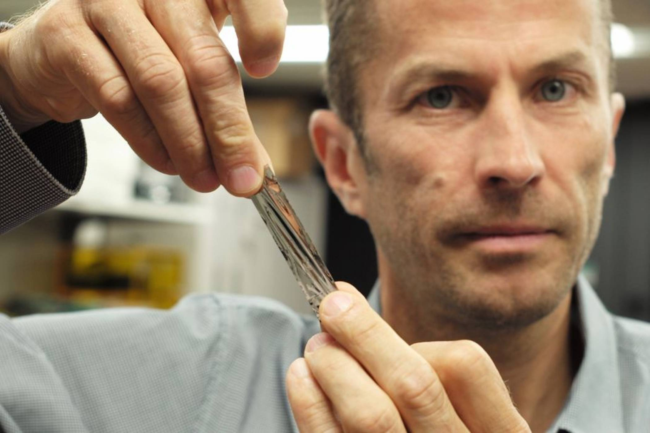 Учени събраха 330 TB данни на миниатюрен носител