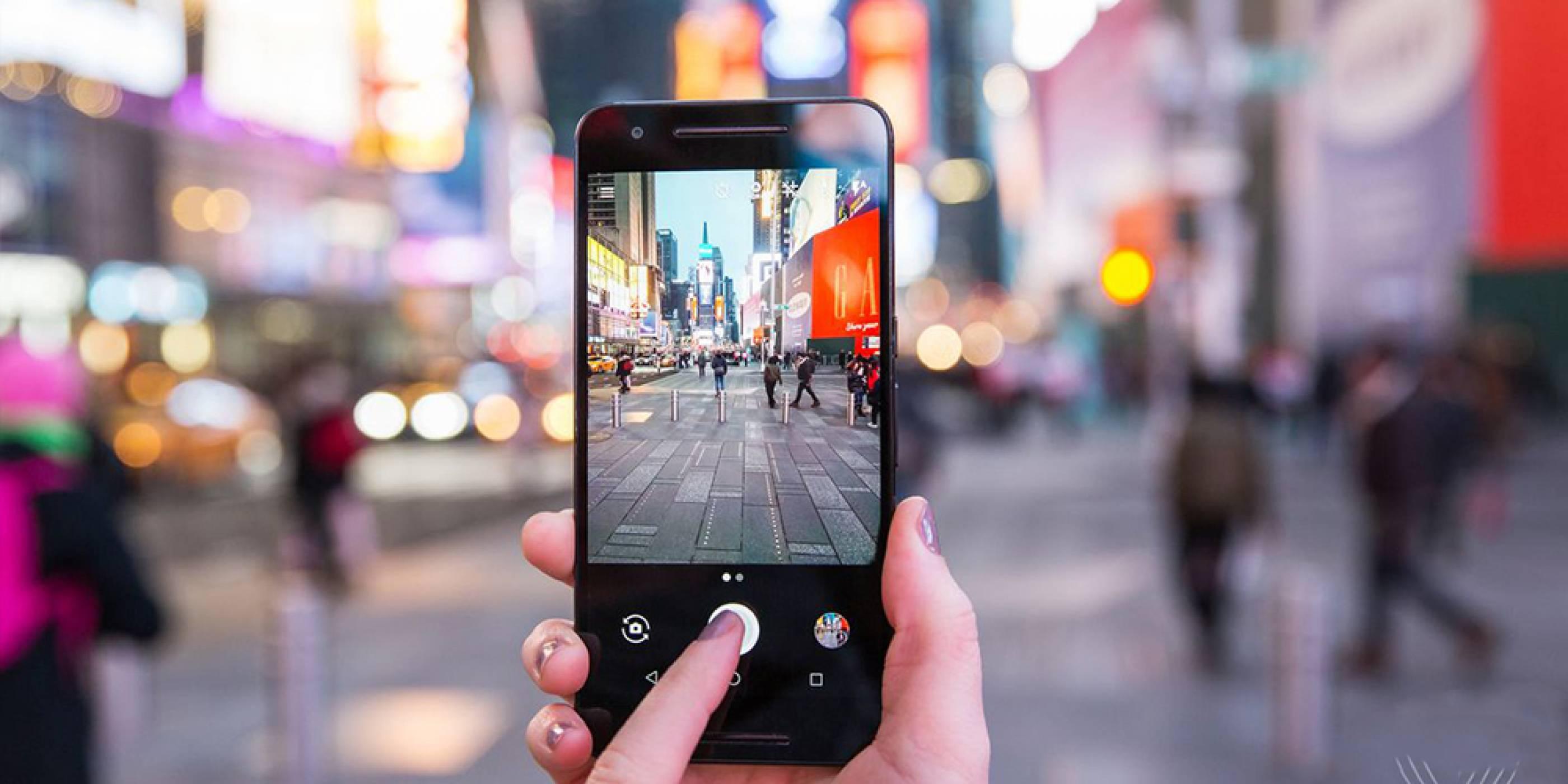 Камера приложението на Google се сдоби с функция за екранна светкавица