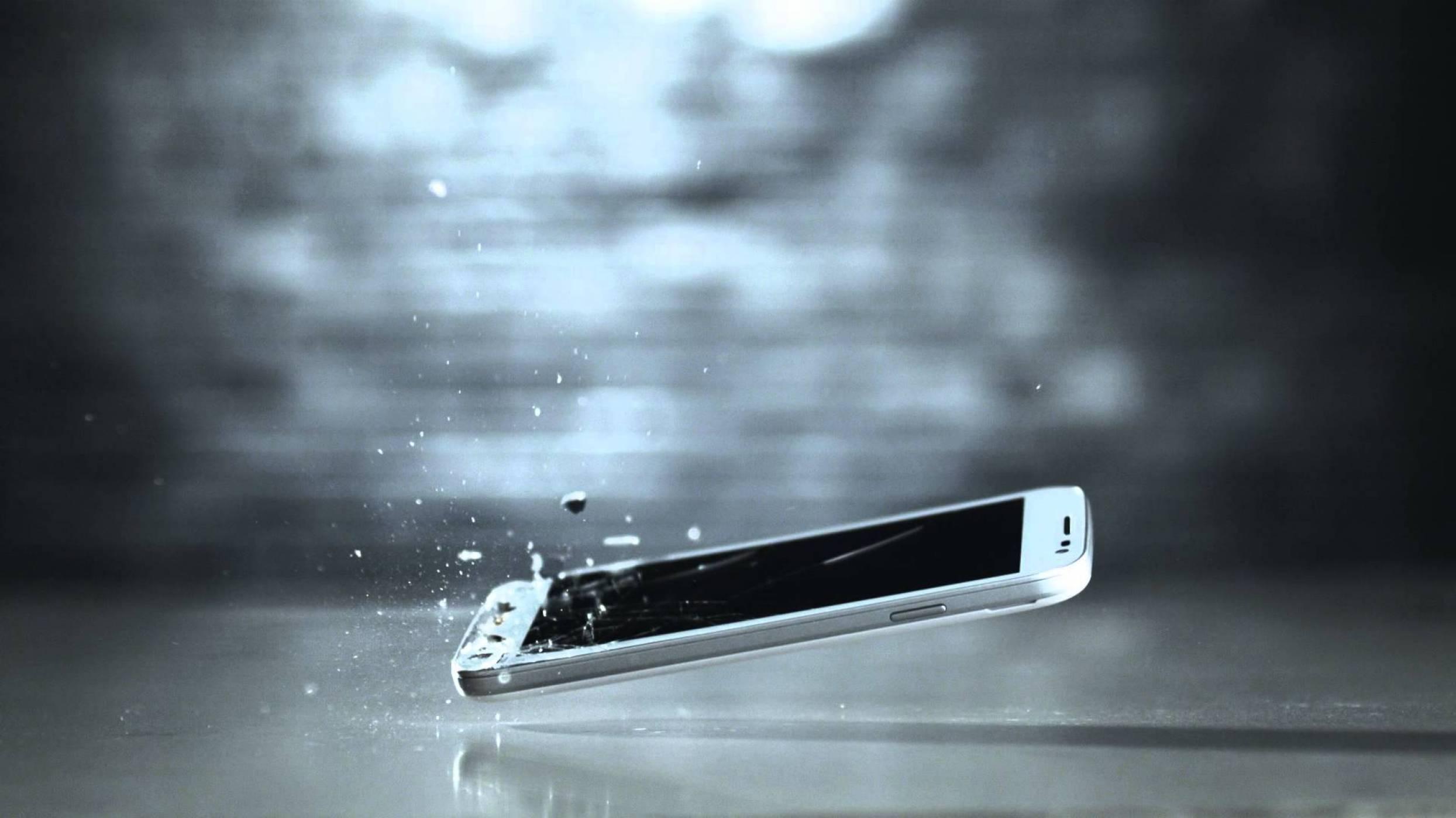 """Motorola работи по дисплей, който може да се """"самолекува"""" от надраскване"""