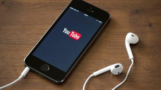 Ето как да пуснете YouTube видео, докато правите нещо друго в Android и iOS