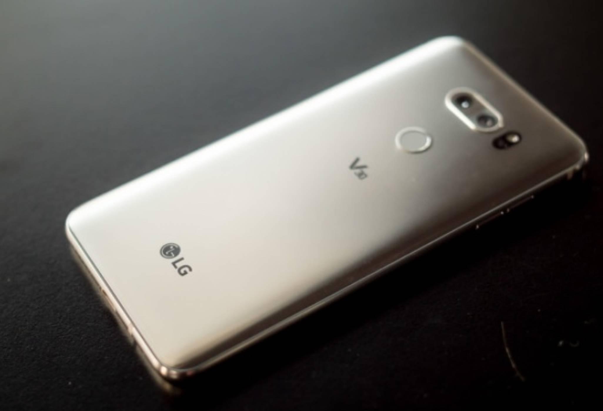 LG продължава да продава трудно смартфоните си