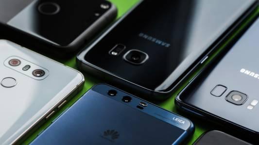 Видео: Как избрахме най-добрите смартфони на годината?